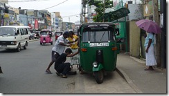 Tuk tuk repairs with help - Colombo