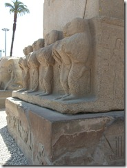 Luxor tour Baboons at base of obelisk (2)